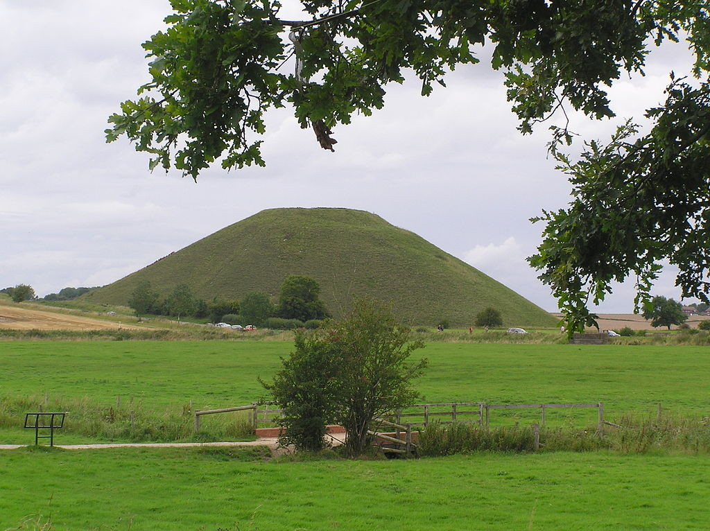 """Silbury Hill,nr.Avebury"" by Dave Yatesis licensed under CC BY-SA 3.0."