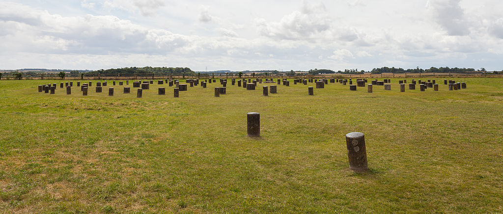 """Woodhenge, Wiltshire, Inglaterra, 2014-08-12"" by Diego Delsois licensed under CC BY-SA 3.0."